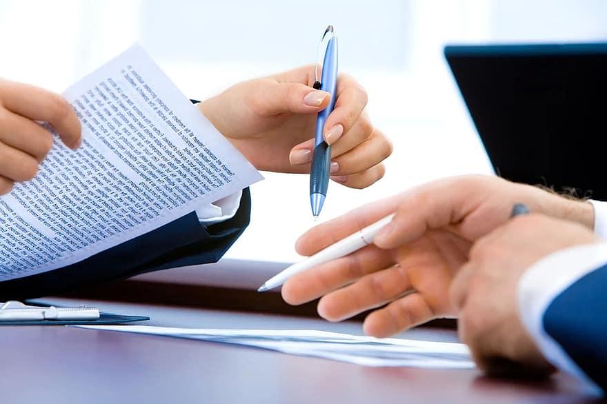 La cláusula Covid en un contrato de alquiler permite dar mayor seguridad a casero e inquilino antes de firmar un contrato de alquiler de un piso este curso, ante la incertidumbre de que pueda producirse un nuevo confinamiento