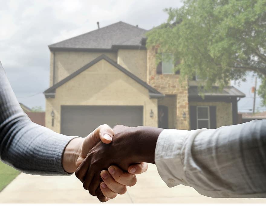 Vender una casa con hipoteca: Puedes hacerlo de tres formas distintas, aunque sin duda, la más común será vendiendo la casa y cancelando la hipoteca